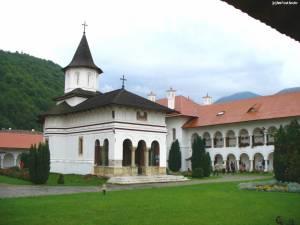 manastirea-brancoveanu-2.jpg
